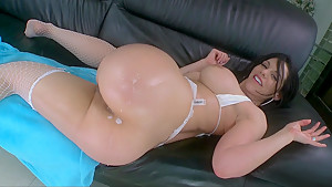 Bella Reese gets fucked in the ass