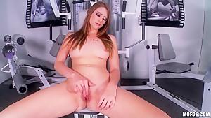 Hot gal Shae Snow gonna masturbate in a gym