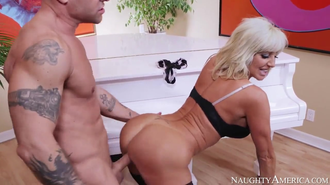 kurt lockwood fucks mature cougar tara holiday | hdzog