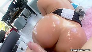 Tiffany Mynx has an onion ass