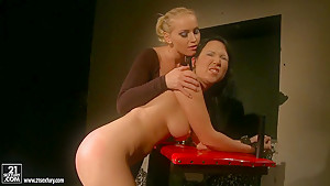 Kathia Nobili let a hot chick stretch legs how wet cunt