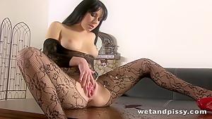 Super hot lady peeing through her pantyhose