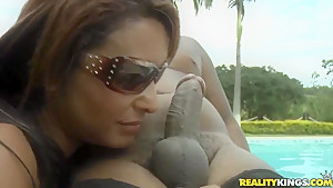 Crazy outdoor fuck with a sexy girl named Fernanda Lemos and Tony Tigrao
