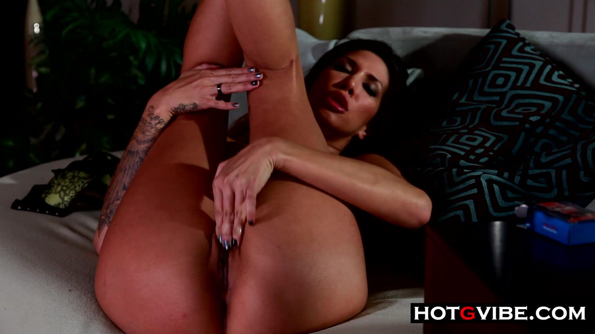 Crazy HOT Latina Pussy Stroking
